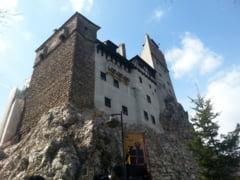 Dragobete saruta fetele, la Castelul Bran