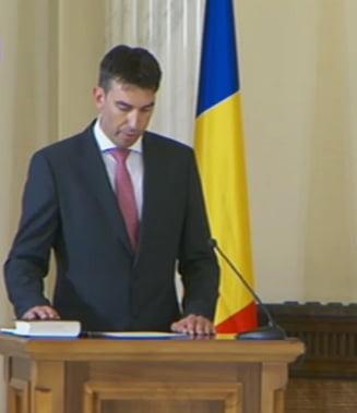 Dragos Tudorache a depus juramantul: Ce i-a cerut Iohannis noului ministru de Interne (Video)