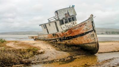 Drama unui marinar care traieste singur de 4 ani pe o nava abandonata. Cum face rost de apa si mancare