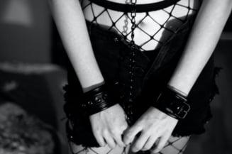 Dramele nespuse ale prostituatelor romance din Europa. Unele au coduri de bare si valoarea de negot tatuate pe maini
