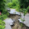 Drum surpat, in Prahova, din cauza ploilor abundente. Sunt restrictii de circulatie