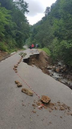 Drumul catre Sarmizegetusa a fost redeschis circulatiei rutiere
