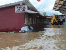 Drumuri nationale si judetene blocate din cauza inundatiilor