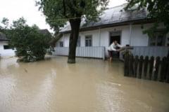 Drumuri refacute in peste 700 de sate afectate de inundatii
