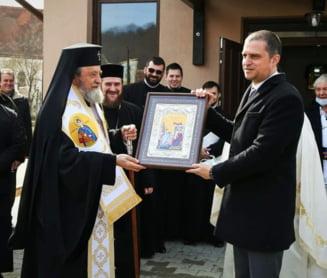 Dubla masura a sefului PSD Sibiu. Bogdan Trif o condamna pe Raluca Turcan dupa ce el a participat la sfintirea unei picturi bisericesti tot fara masca