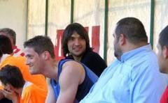 Duel pe terenul de fotbal intre baschetbalistii si fotbalistii timisoreni