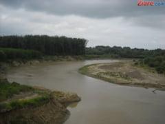 Dunarea se apropie de cota de inundatie in Galati si Braila