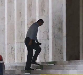 Dupa 12 zile de concediu, Ponta s-a intors la Guvern fara carje