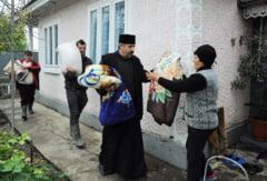 Dupa INUNDAEsIILE din judet, preotii continua sa-i ajute pe SINISTRAEsI