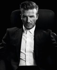 Dupa ce s-a retras din fotbal, Beckham s-a apucat de cusut rochite pentru papusi (Foto)