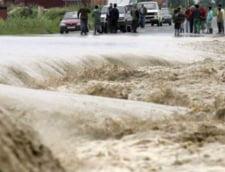 Dupa furtuna, potopul: Zeci de oameni au fost evacuati in Gorj