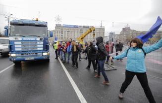 Dupa proteste cu violente, Targul de Craciun din Piata Victoriei a fost anulat. Firea zice ca e inceputul anarhiei
