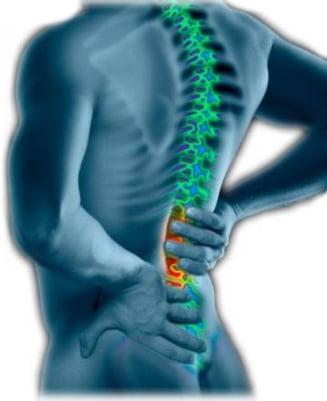durere la nivelul spatelui și al picioarelor la mers