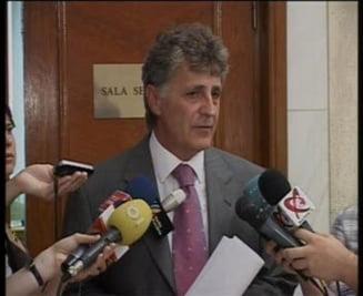 Dusa: USL va contesta, probabil, luni, la CCR investirea Guvernului Ungureanu
