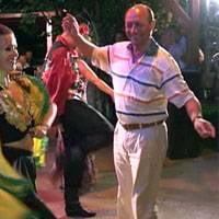 "Duvaz: Basescu face ""dansul miresei"" cand vine vorba de candidatura"