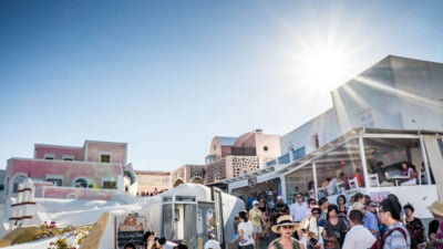E oficial: romanii, pe primul loc ca numar de cazuri de COVID-19 in randul turistilor din Grecia