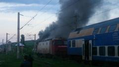 EXCLUSIV VIDEO: Trenul personal Suceava-Iasi a luat foc. Locomotiva, in flacari