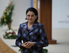 Ecaterina Andronescu anunta ca va cumpara 2.300 de microbuze scolare din bugetul Ministerului Dezvoltarii