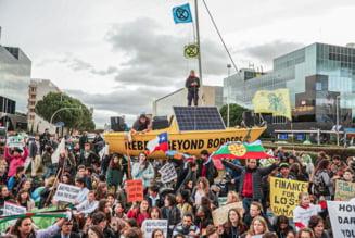 Ecologistii au aruncat balegar la summit-ul ONU pentru clima de la Madrid