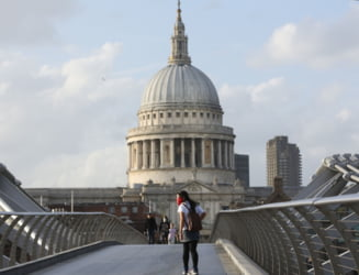Economia Marii Britanii a intrat in recesiune in trimestrul al doilea din 2020, cu o scadere record de 20,4%