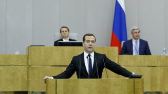 Economia Rusiei o ia la vale - Medvedev: Platim pretul pentru anexarea Crimeii