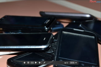 Ecranul telefoanelor mobile contine de 30 de ori mai multi microbi decat vasul de la WC (studiu)