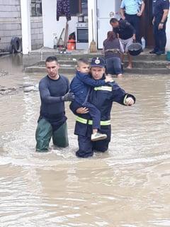 Efectele ploii de marti: Interventii in aproape 100 de localitati si 141 de oameni evacuati