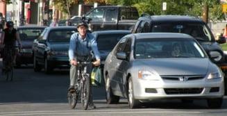 Efectele somajului si ale scumpirii benzinei: Americanii merg mai mult pe jos