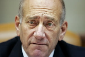 Ehud Olmert a fost operat de hernie