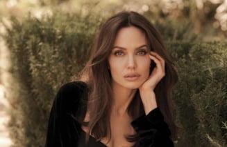 El e noul iubit al Angelinei Jolie! Ultimul mesaj al celebrului cântăreț i-a lăsat mască pe români. Avalanșă de reacții