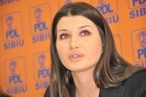 Elena Basescu: La Bruxelles sunt mentinuti in functii de experti ai PPE protejati ai lui Frunzaverde