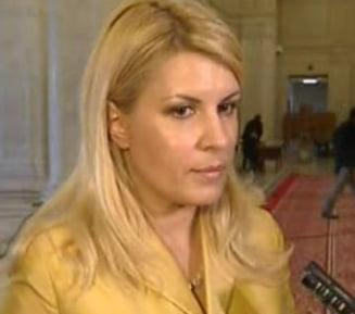 Elena Udrea: Emil Boc nu pleaca de la guvernare, are programe consistente