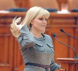 Elena Udrea: O sa verific daca gainile din clipul pentru Romania au aviara
