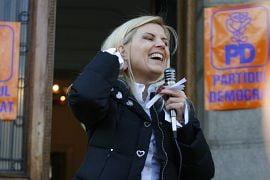 Elena Udrea, acuzata de minciuna de tinerii democrat-liberali din Constanta