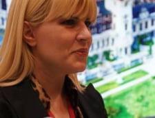 Elena Udrea, imbiata cu palinca si colac la Baile Tusnad