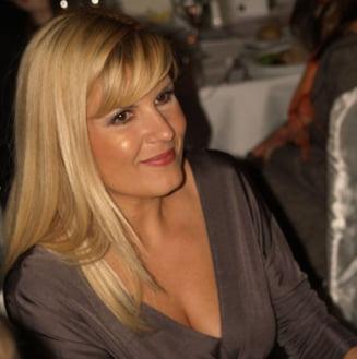 Elena Udrea, prinsa cu 12 hibe la dosar