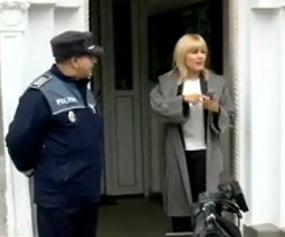 Elena Udrea a ajuns la politie: Ne vedem la ora 12, la DNA (Video)