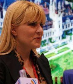 Elena Udrea da zeci de mii de euro pe benzina