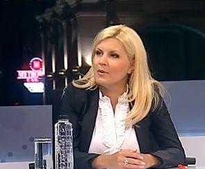 Elena Udrea isi apara cochetaria si pictorialul lui Macovei