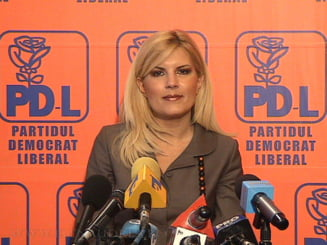 Elena Udrea se ofera s-o ajute cu bani pe Elena Basescu