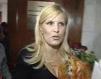 Elena Udrea sfideaza Comisia si pleaca inainte de audieri (Video)