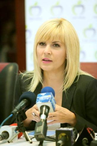 """Elena Udrea stie """"cea mai buna varianta pentru premier"""": Impaca si capra, si varza"""