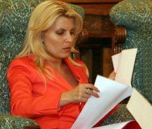 Elena Udrea vrea sa o dea in judecata pe Lia Olguta Vasilescu
