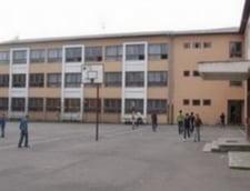 Elev injunghiat in curtea scolii, la Ploiesti
