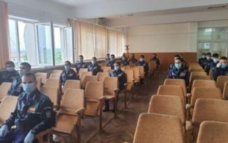 Elevi ai scolilor de agenti de politie, in stagiu de pregatire la IPJ Mehedinti