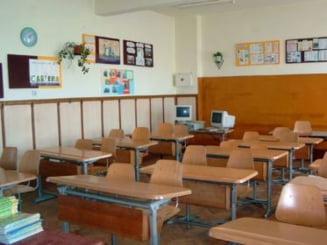 Elevi dati afara din scoala pentru ca nu isi permit sa dea fondul clasei