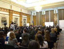 Elevi de la liceele si scolile din Bucuresti in Sala Duca de la Parlament