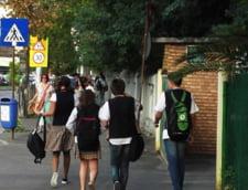 Elevii acuza abuzuri legate de uniforma: Unora li se interzice accesul in scoala, altora li se scade nota la purtare