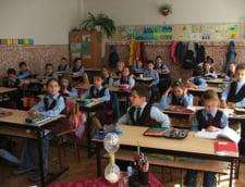 Elevii ar putea sa ramana tot cu manualele vechi: Ce le-a spus Ponta ministrilor (Video)