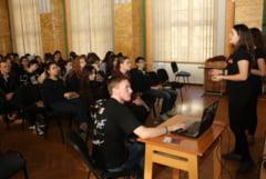 Elevii au fost informati despre oferta educationala a Universitatii clujene - Caravana UBB a ajuns la Oradea